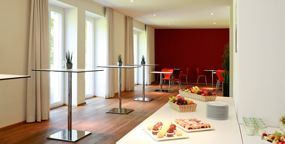 Experienced team provides excellent service for your company's event in the conference hotel